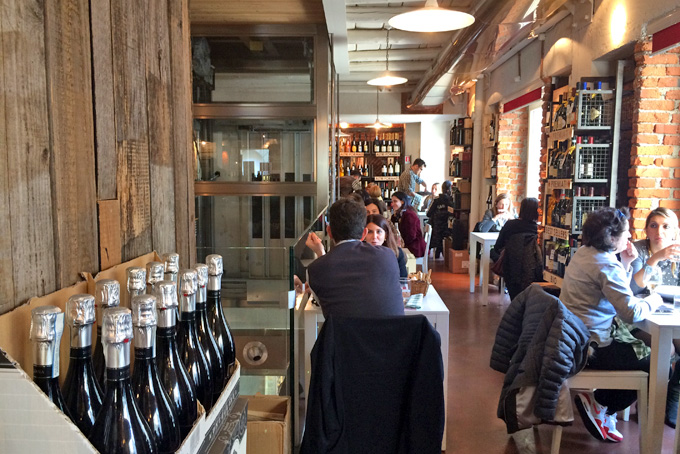 http://www.aplaceinmilan.com/10-best-wine-bars-in-milan/