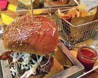 Hamburger e cocktail da Meatbar de Milan