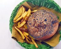 L'hamburger di The Different Burger in Colonne o in Giambellino