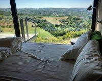 Un weekend romantico nelle Langhe: cosa vedere e dove mangiare tra le colline