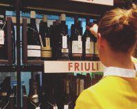 Per comprare una bottiglia di vino in centro a Milano, c'è l'enoteca di Signorvino