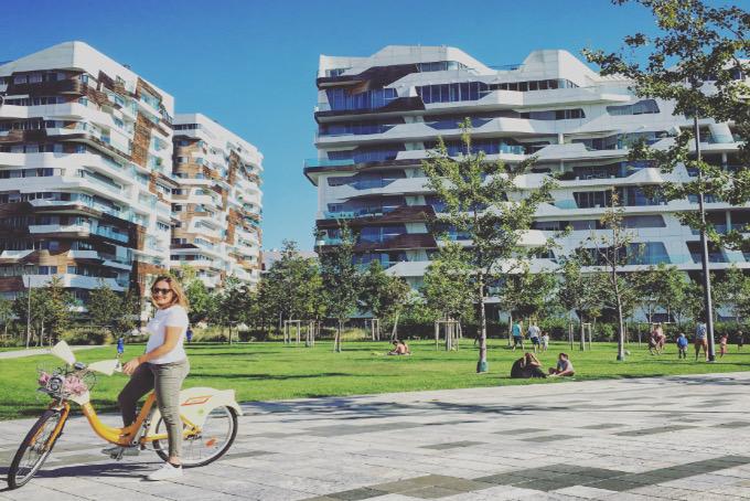 una passeggiata a piedi o in bici nel nuovo parco di citylife. Black Bedroom Furniture Sets. Home Design Ideas