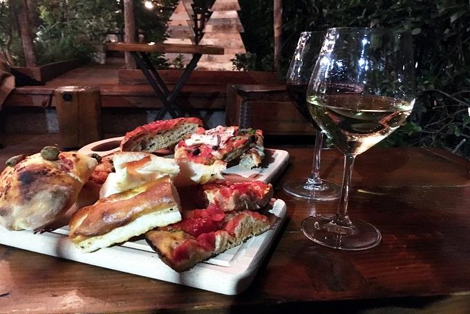 10 aperitivi a milano per bere e mangiare bene conosco - Tapa porta romana ...