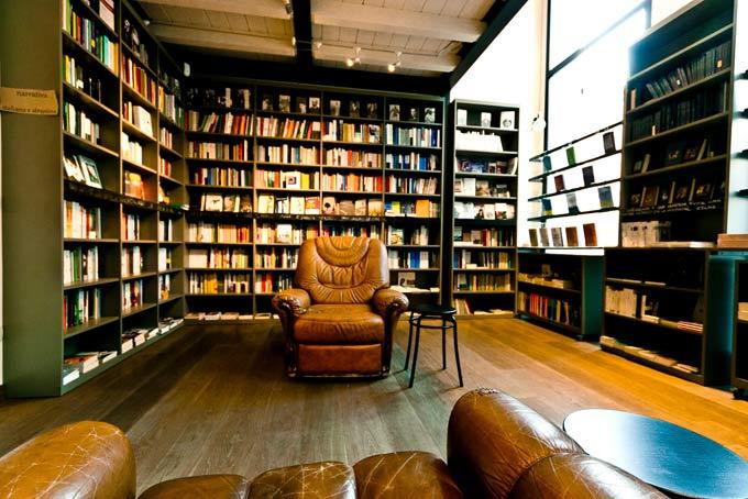 Le mie librerie del cuore a milano conosco un posto for Bar le tre marie milano