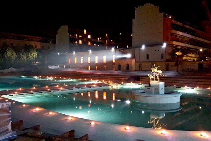 L ex caimi diventa bagni misteriosi teatro con piscina in centro
