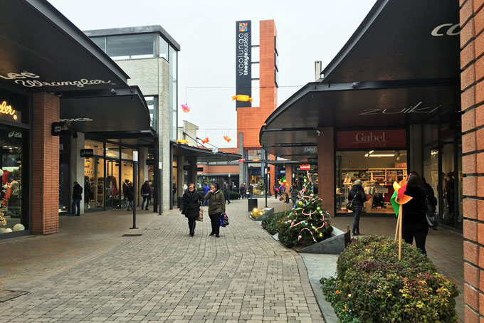 watch 8269e 3769b Lo shopping di Natale a Vicolungo The Style Outlets ...